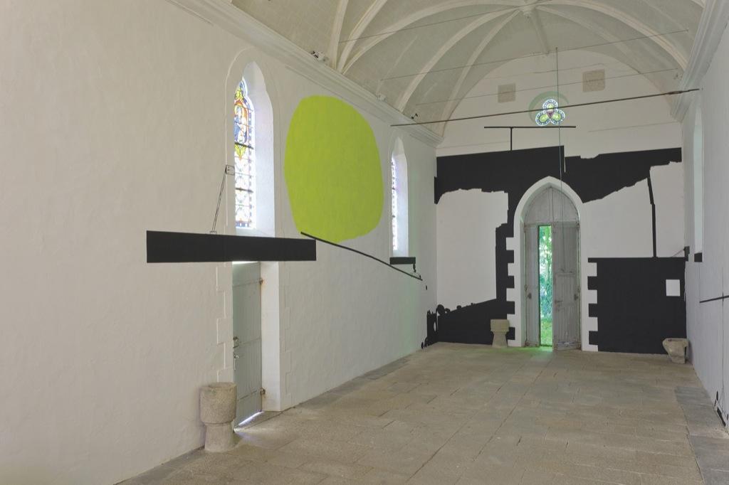 Console le jeu - vue de l'exposition L'art dans les chapelles, Chapelle Saint Jean, Le Sourn, 2011