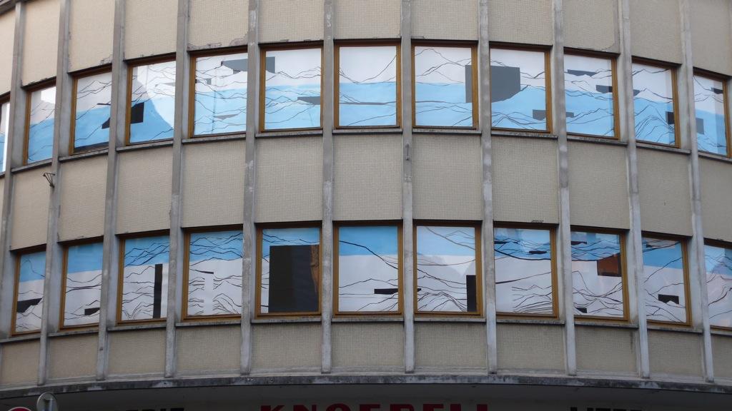 Tout le tremblement, Sélest'Art, 19ème Biennale d'art contemporain de Sélestat, fenêtres du magasin, 2011