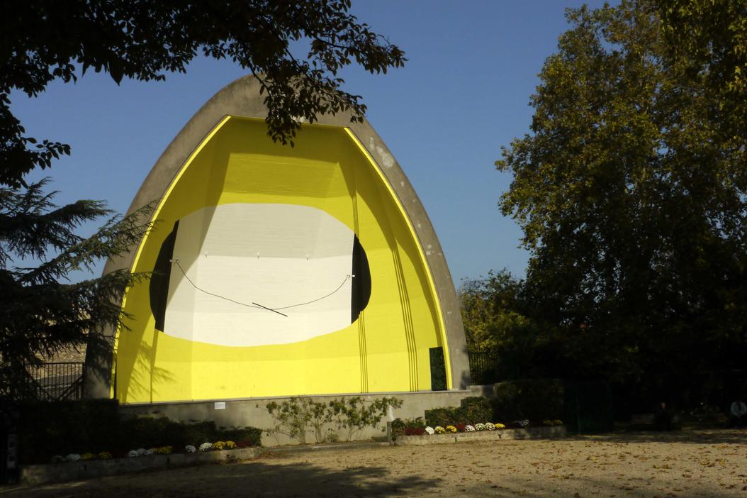 Centre de gravité, juillet 2012/13 - peinture réalisée in situ au théâtre de plein air la conque parc des anciennes mairies - Nanterre